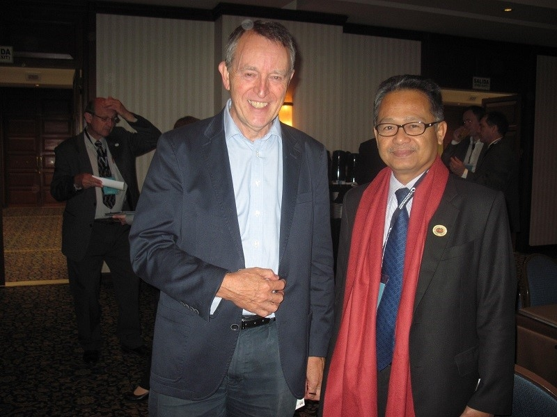 Datuk Anwari Took Picture with David Goldsworthy, International Operations Manager at National Audit Office, UK