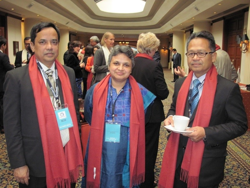 Datuk Anwari Took Picture with Indu Agrawal from SAI India as the representative from INTOSAI KSC